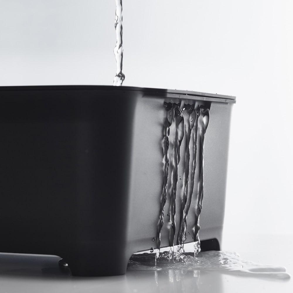 漬け置きできる 水切りラック洗い桶セット  タワー ハンドル下に穴が開いており、水を流しながら洗い物ができます。