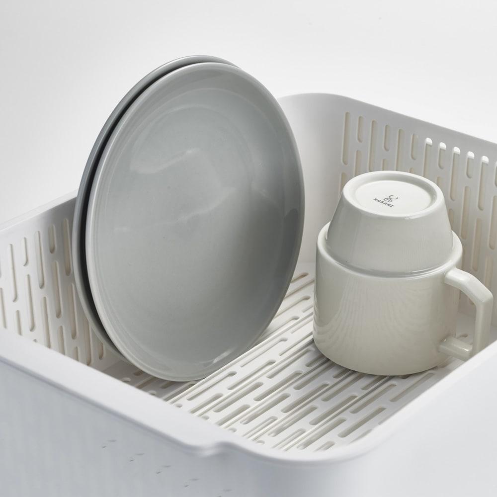 漬け置きできる 水切りラック洗い桶セット  タワー お皿が立ちやすいように内側にスリットが付いています。
