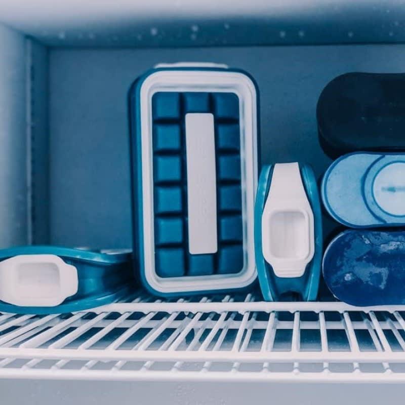 持ち運びができる製氷皿 ICEBREAKER アイストレー 冷凍庫に縦でも横でも入れられます!