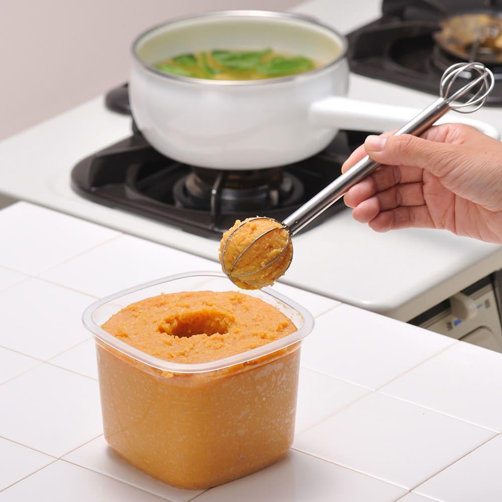 Leye/レイエ  計量みそマドラー【キッチンツール 調理 味噌溶き 計量スプーン】 片手でいつも決まった量のお味噌が量れます!大は大さじ2、小は大さじ1です。そのままお鍋に入れてみそを溶きます。食器洗い乾燥機もお使いいただけます。