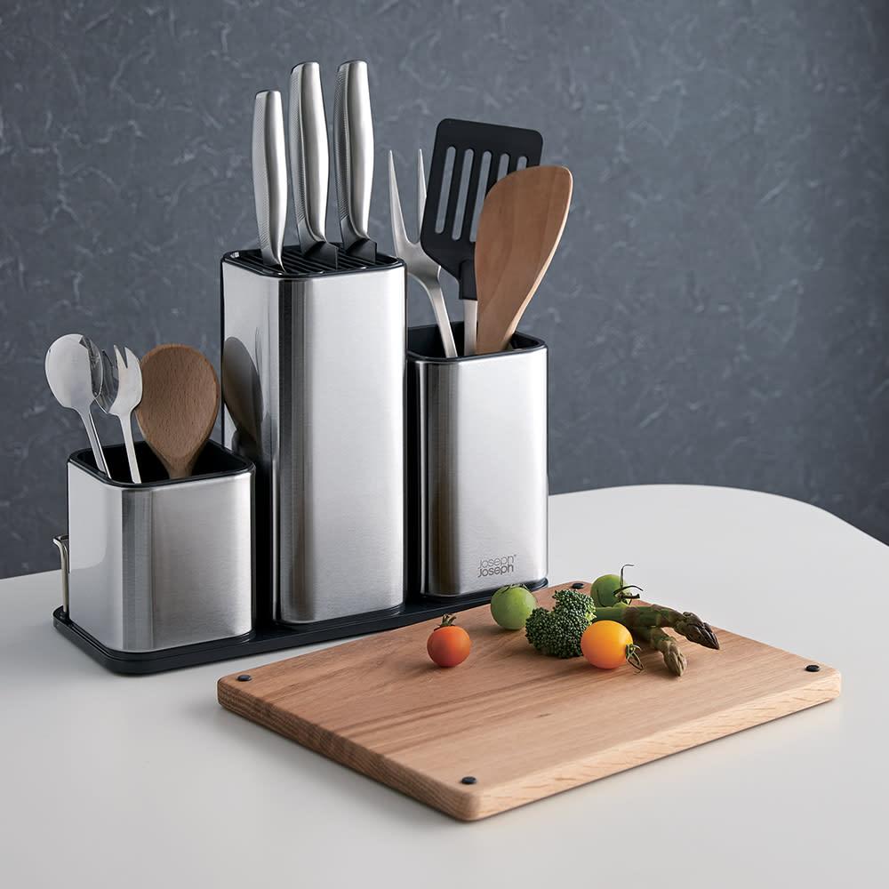 Joseph Joseph/ジョセフ ジョセフ ツールスタンド&まな板セット スタイリッシュなキッチンにも映えるステンレス製のキッチンツールスタンド。