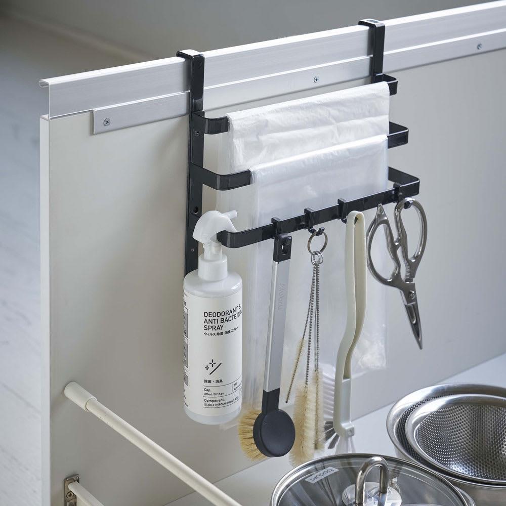 シンク扉ゴミ袋ホルダー タオルハンガー付き タワー ホワイト/ブラック 調理台上・シンクまわり小物