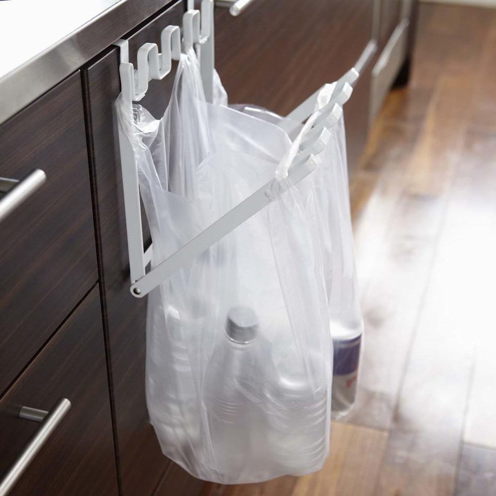レジ袋ハンガータワー 使用イメージ(ア)ホワイト
