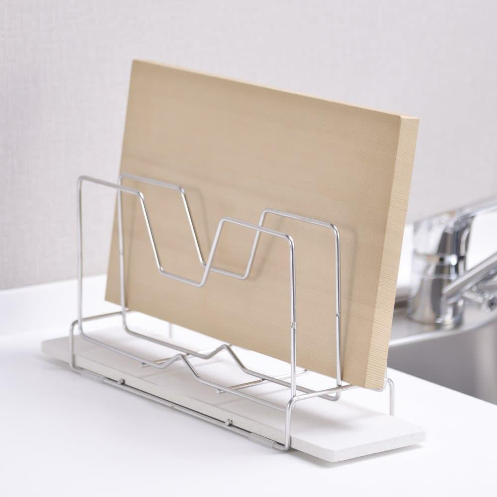 KAWAKI/カワキ モイストレイ付き まな板スタンド 使用イメージ ※まな板は商品に含まれません。