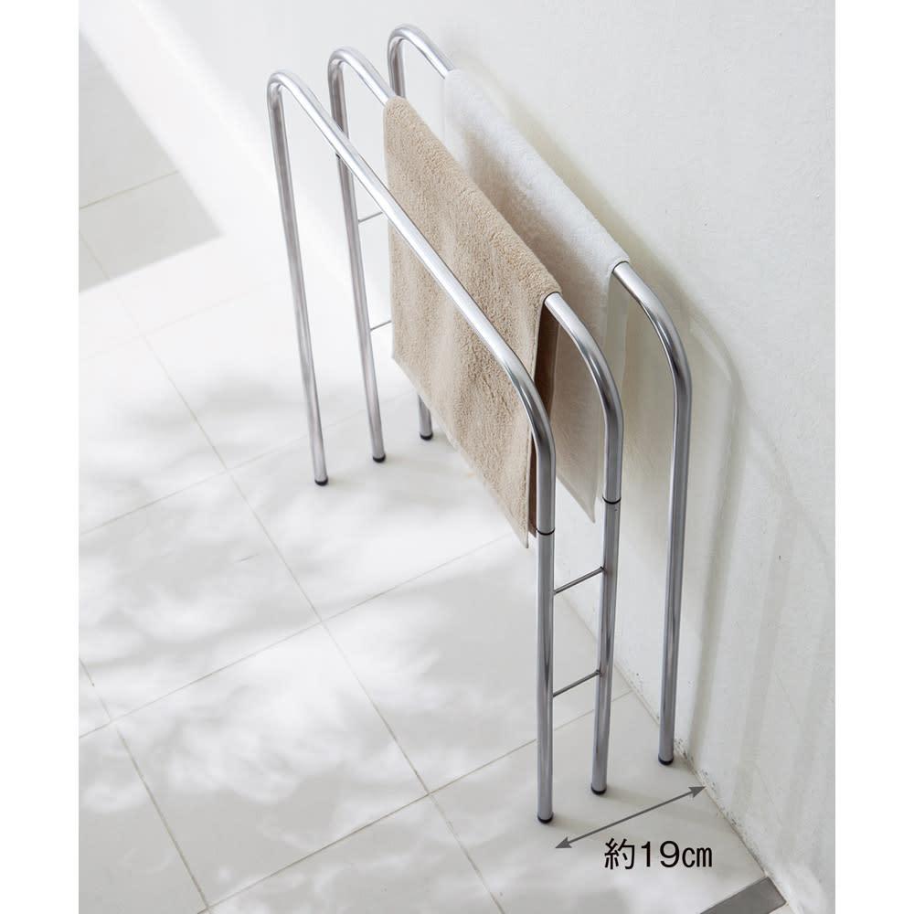 コンパクト設計ステンレス製バスタオルハンガー 4連 壁際や狭い脱衣所でもOK。濡れたバスタオルの一時置きにも活躍。 ※イメージ(写真は3連タイプです。)