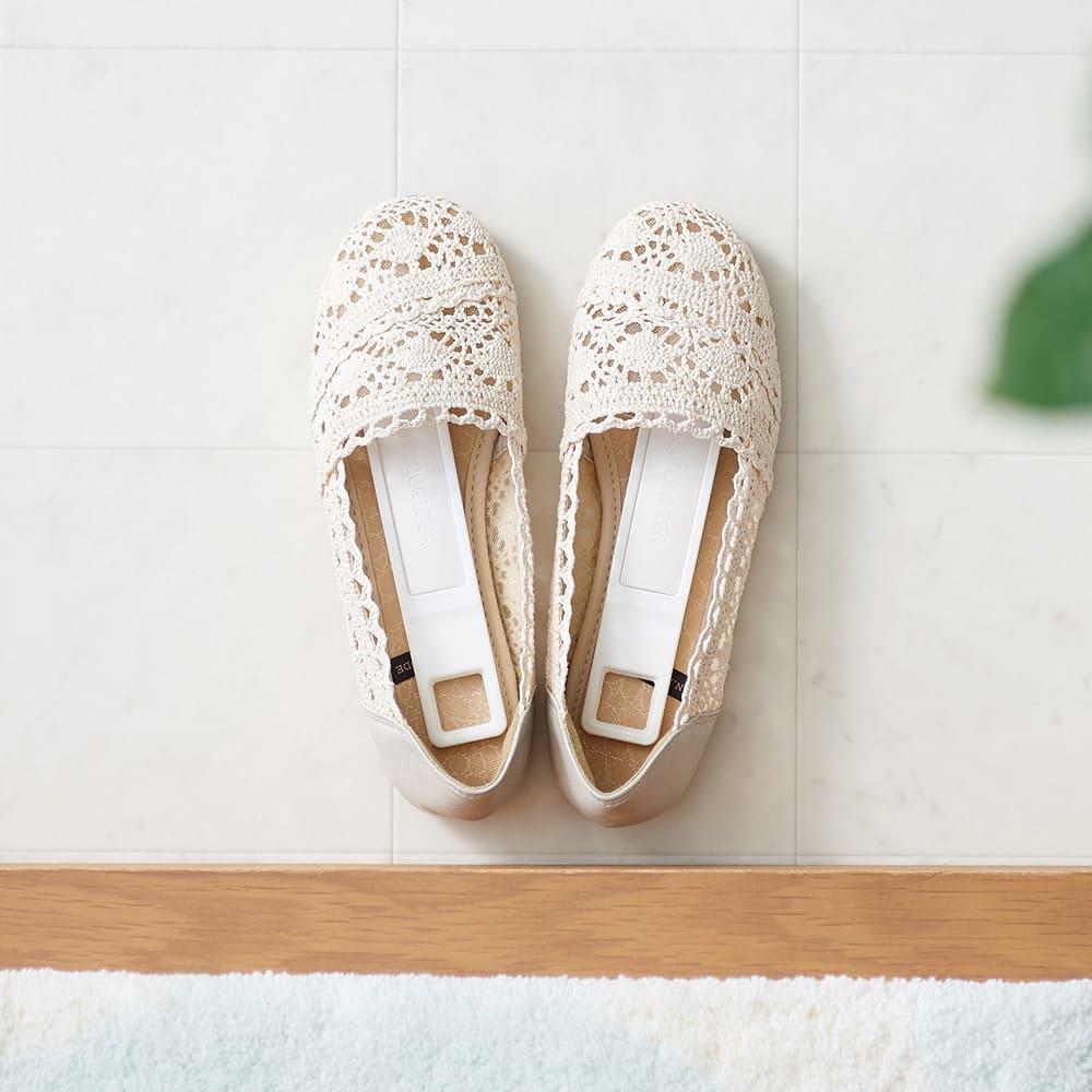 帰宅して靴にさっと入れるだけ 【脱臭・調湿できる珪藻土スティック 】同色2個組 靴にすっぽり入るサイズ。