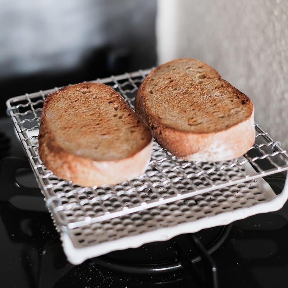 ふっくらおいしくパンを焼く セラミック焼網 小サイズ