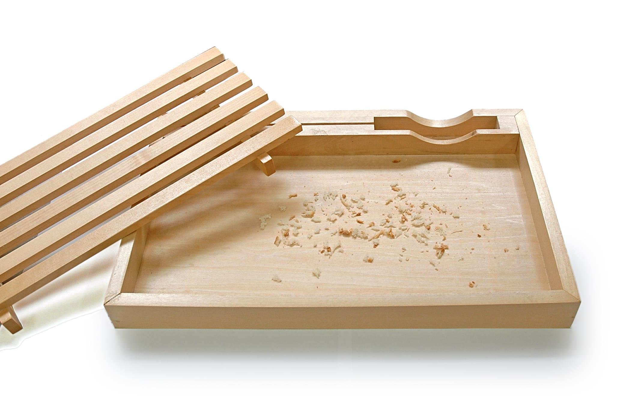 パンくずが散らからないまな板&ナイフのセット【ブレッドカッティングボード】 パンを切ったパンのくずは下のすのこに落ちるから、散らかりません。