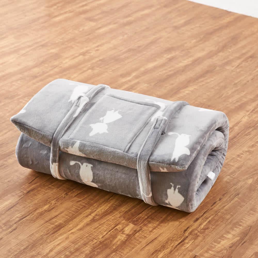 ムーミンごろ寝布団 付属バンドを使って、丸めて固定できます。 ※写真は65×180cmタイプです。