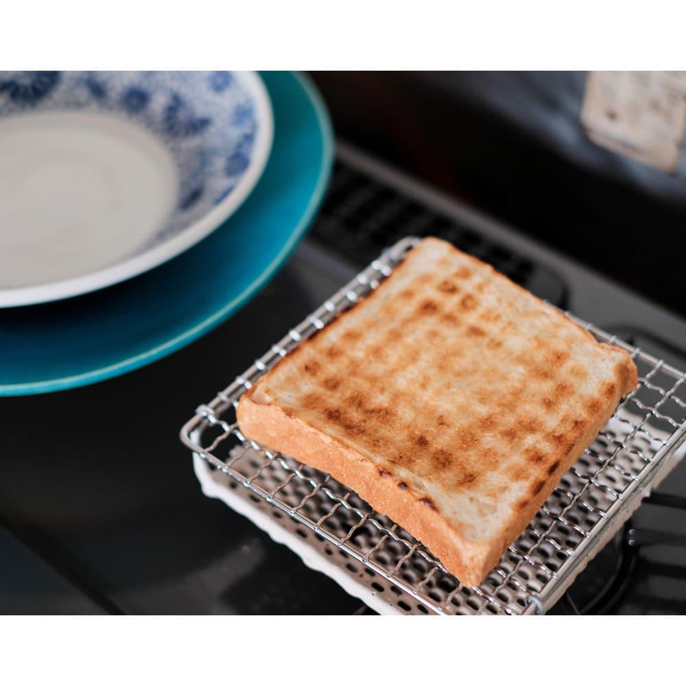 ふっくらおいしくパンを焼く セラミック焼網 小サイズ 食パン1枚が置くのにちょうどいい大きさ。