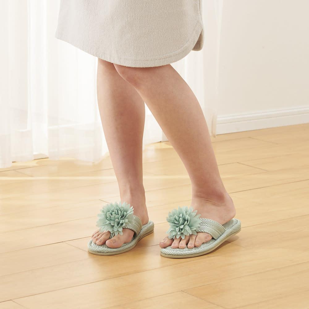 サロンドソワレシリーズ メッシュトングスリッパ (ア)ブルー メッシュ生地。濡れた足で履いても、さらっと快適。