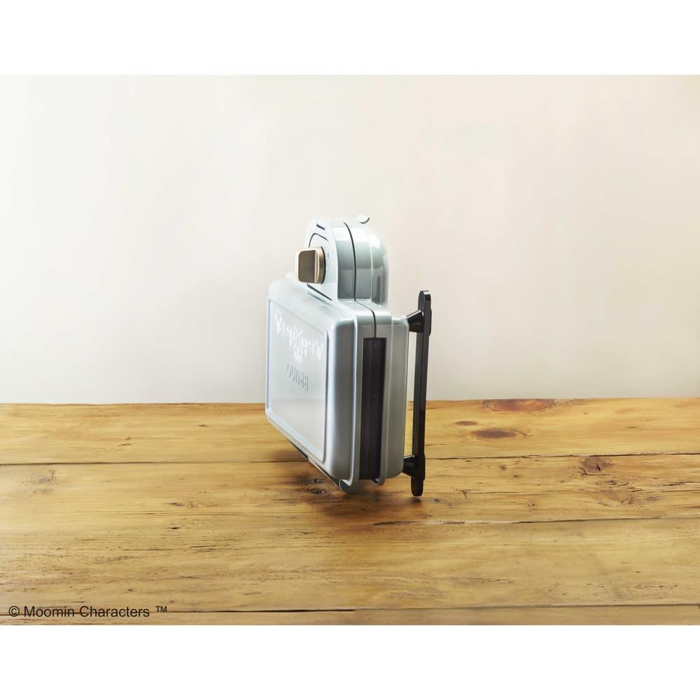 BRUNO  ムーミン ホットサンドメーカー ダブル(2枚焼き) 本体は縦置きできるので、狭い場所にも収納できます。