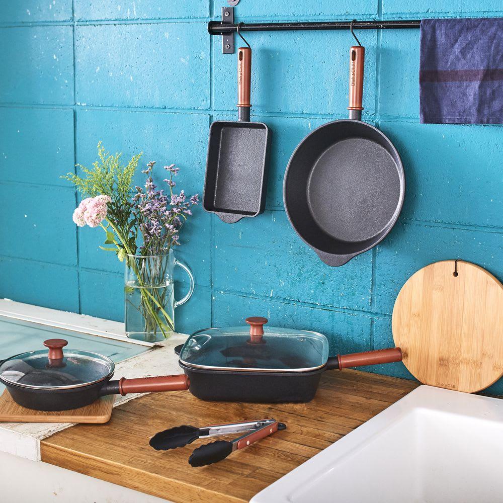ディッシュ&チルIH対応ガラス蓋付オンザテーブルパン26cm スキレットのような高級感とお手入れ簡単な使い勝手が魅力です。