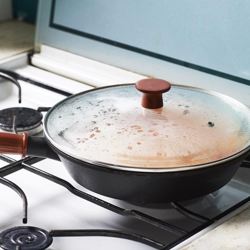 ディッシュ&チルIH対応ガラス蓋付オンザテーブルパン26cm 蓋付きなので、簡単な煮込み料理にも便利。