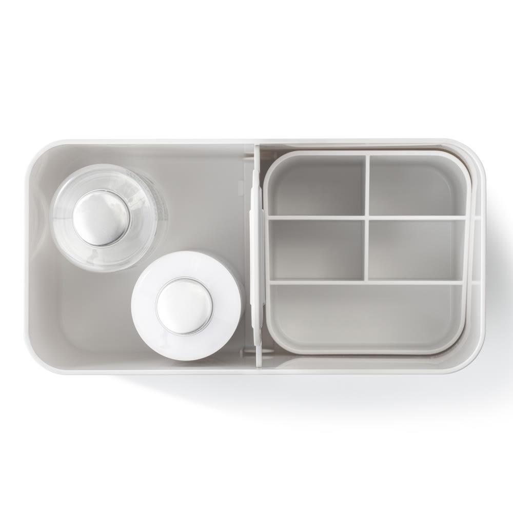 Like-it 持ち運びができる 樹脂製 メイクボックス  化粧水ボトルもすっぽり収まります。