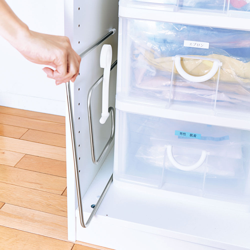 シーツやバスタオルをコンパクトに干せる!スリムくるくる洗濯ハンガー 使用しないときはフックをたたんでスリムに収納可能。