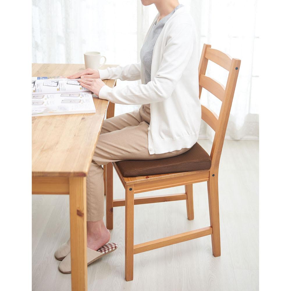 体圧分散で快適! 体幹リセット 姿勢クッション 毎日の食卓に。