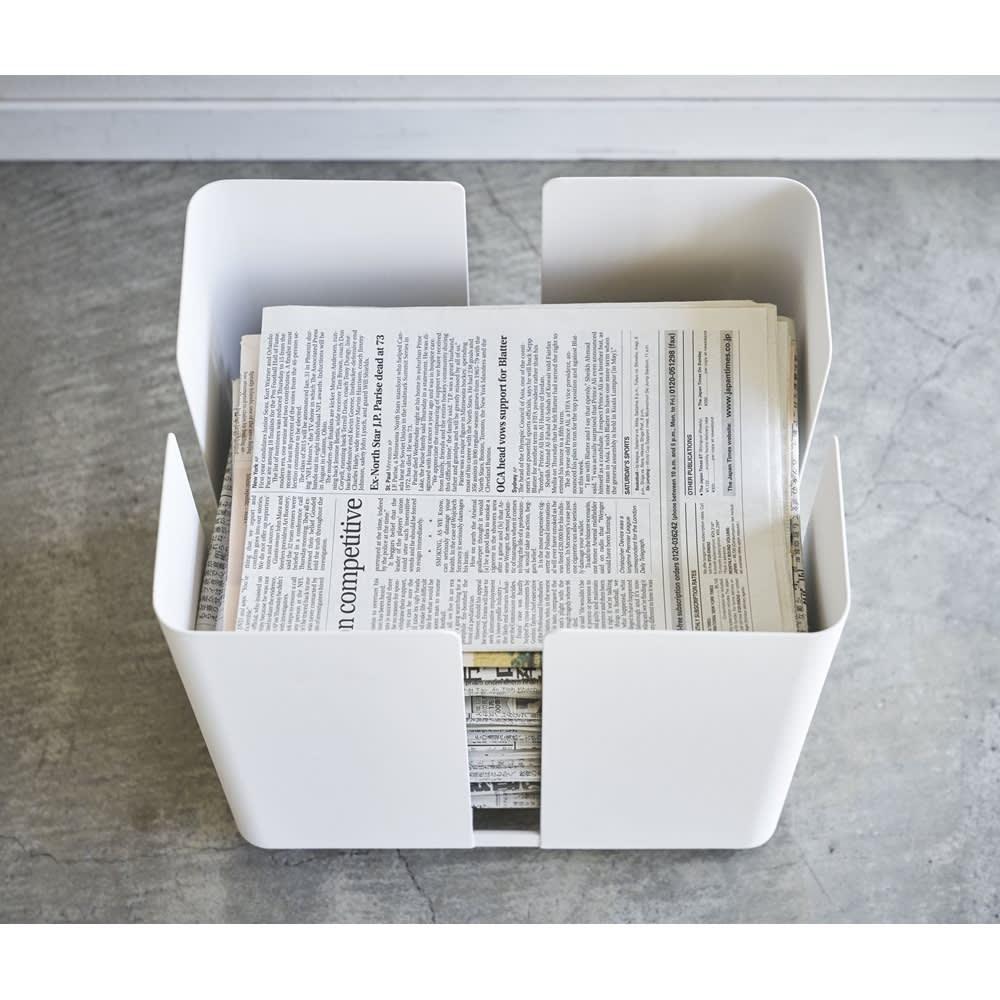 Tower/タワー キャスター付きニューズラック 四つ折りの新聞紙がきれいに収まります。