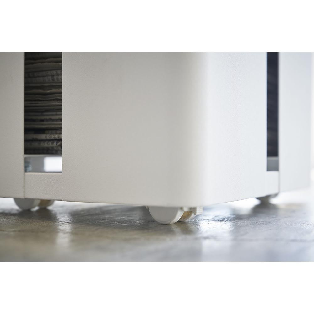 Tower/タワー キャスター付きニューズラック ・キャスター付きで移動もラクラク。お掃除の際などにも便利です。