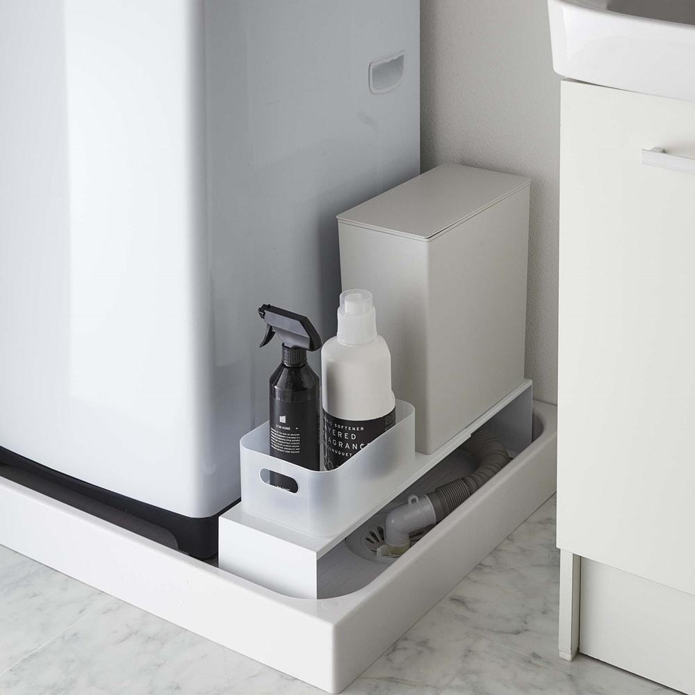 Tower/タワー 伸縮洗濯機排水口上隙間ラック 洗濯機の排水口とホースを隠しながら、その上を有効活用できる伸縮ラック。