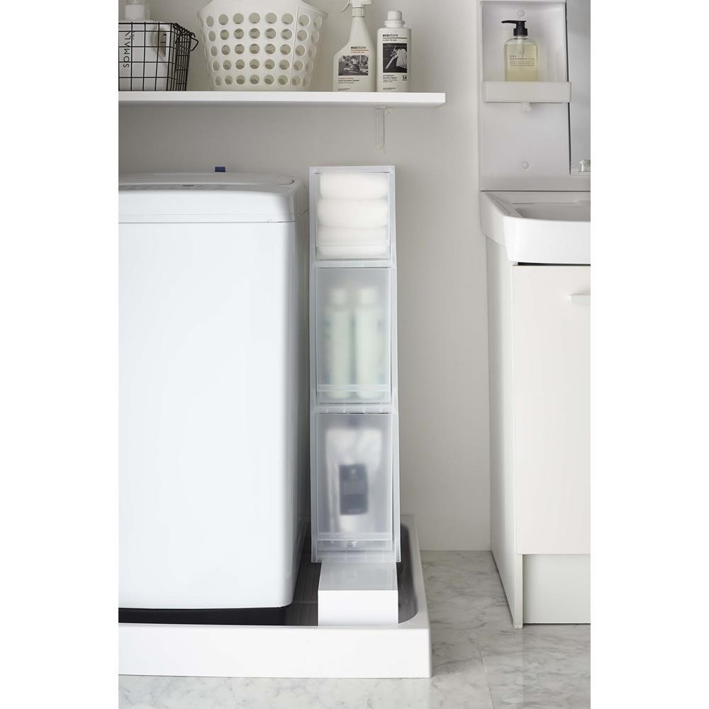 Tower/タワー 伸縮洗濯機排水口上隙間ラック 気になるホースまわりにホコリなどがたまるのを防ぐので、お掃除もしやすくなります。