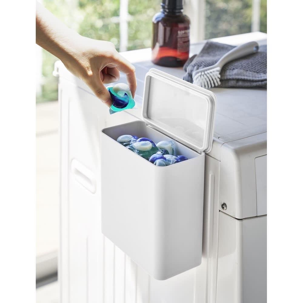 Tower/タワー マグネット洗濯洗剤ボールストッカー 使用イメージ(ア)ホワイト
