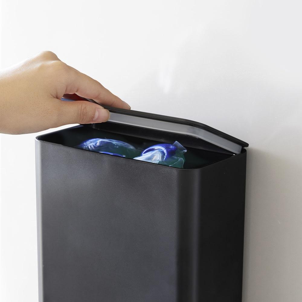 Tower/タワー マグネット洗濯洗剤ボールストッカー 湿気やにおいを防ぐパッキン付きです。