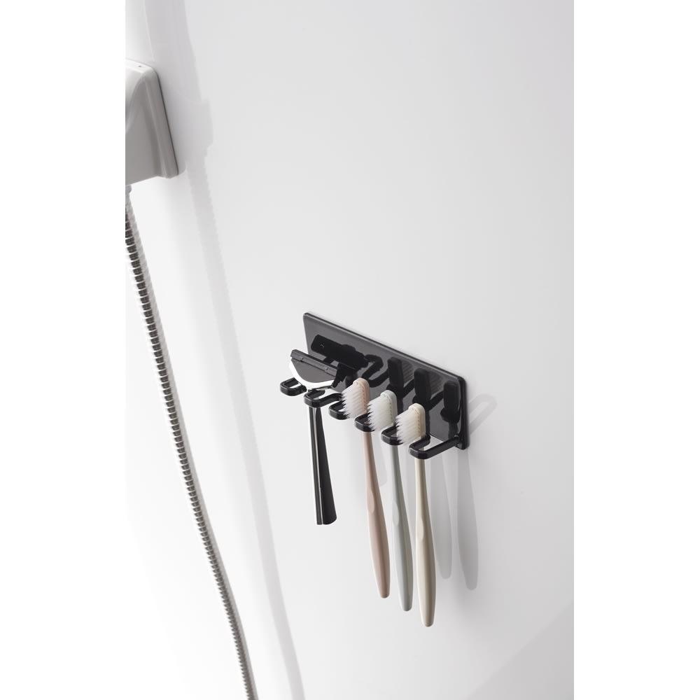 Tower/タワー マグネットバスルーム歯ブラシホルダー 5連  使用イメージ