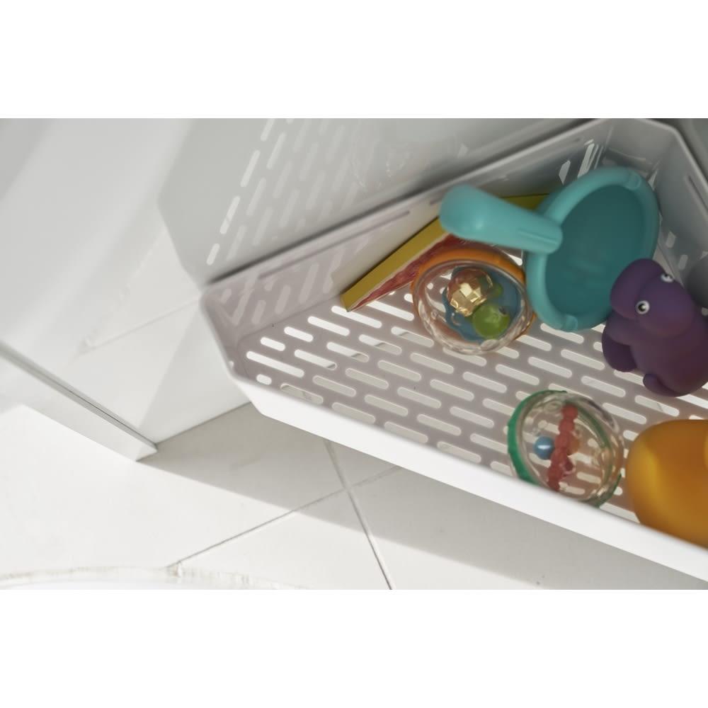 Tower/タワー マグネットバスルームコーナーおもちゃラック  底には細かく穴が空いているので、水切れも良く、清潔にお使いいただけます。