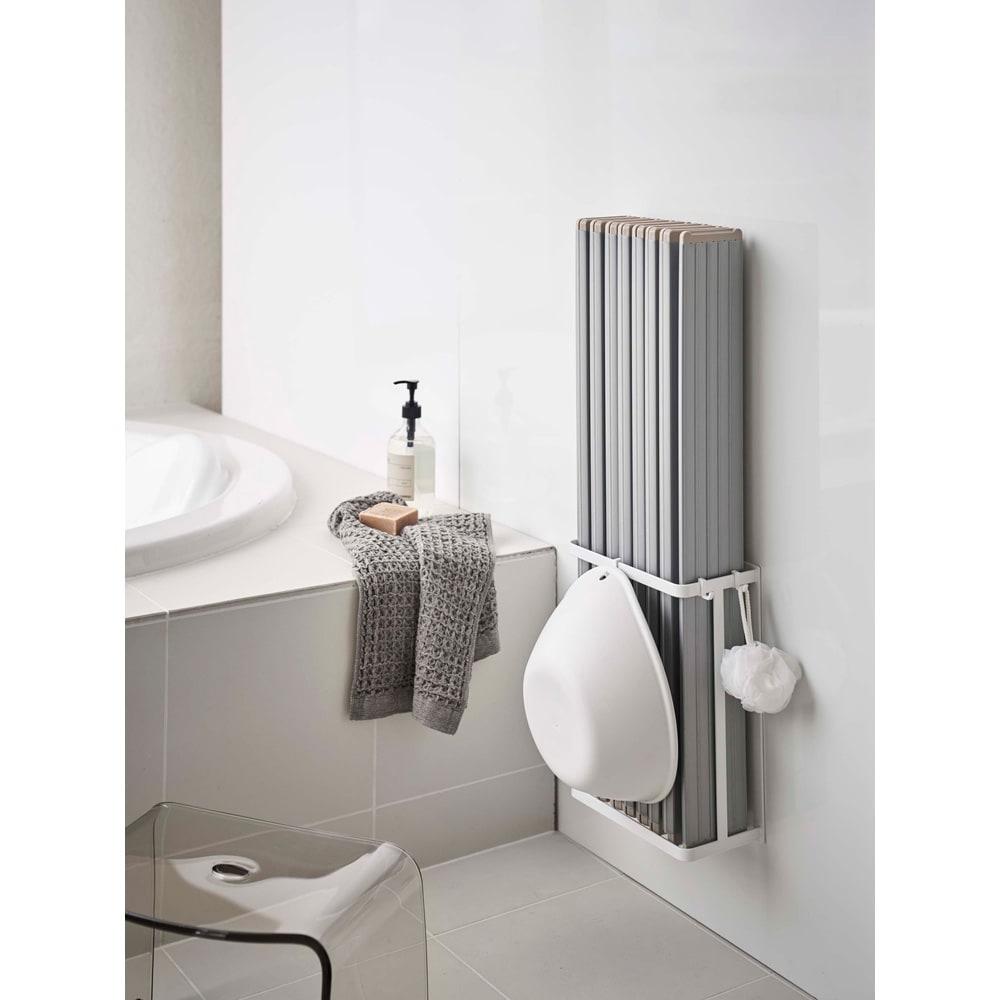 Tower/タワー マグネットバスルーム折り畳み風呂蓋ホルダー マグネットで好きな位置に設置できます