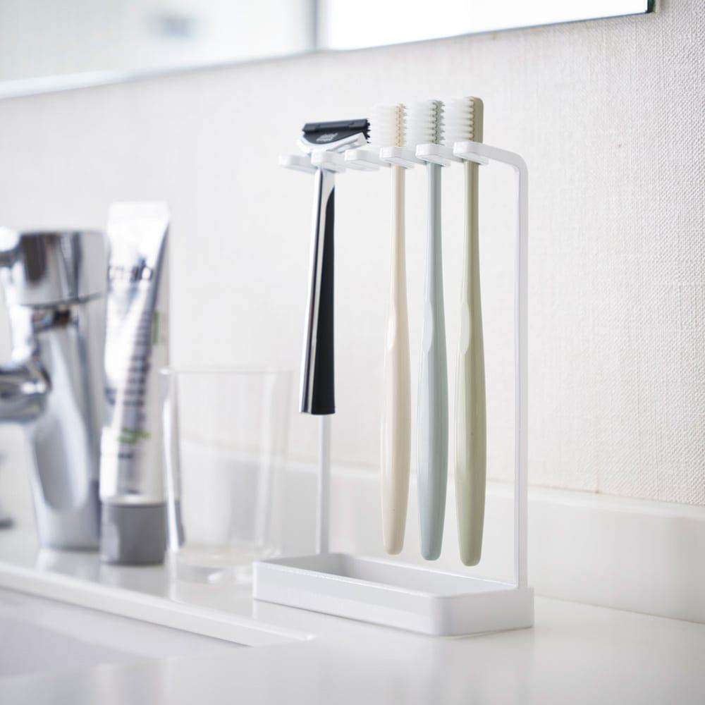 Tower/タワー 歯ブラシスタンド 5連 歯ブラシを引っ掛けるだけの簡単収納です。