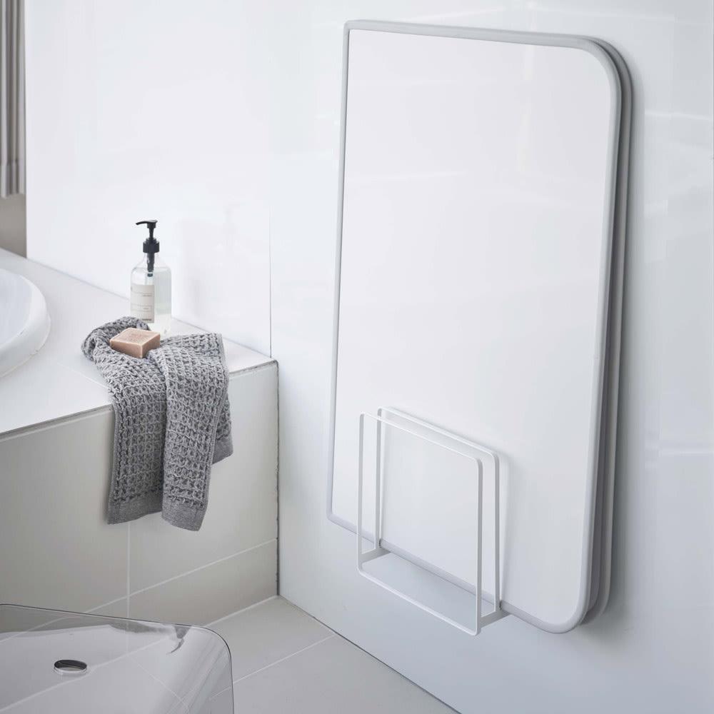 Tower/タワー 乾きやすいマグネット風呂蓋スタンド 使用イメージ(ア)ホワイト