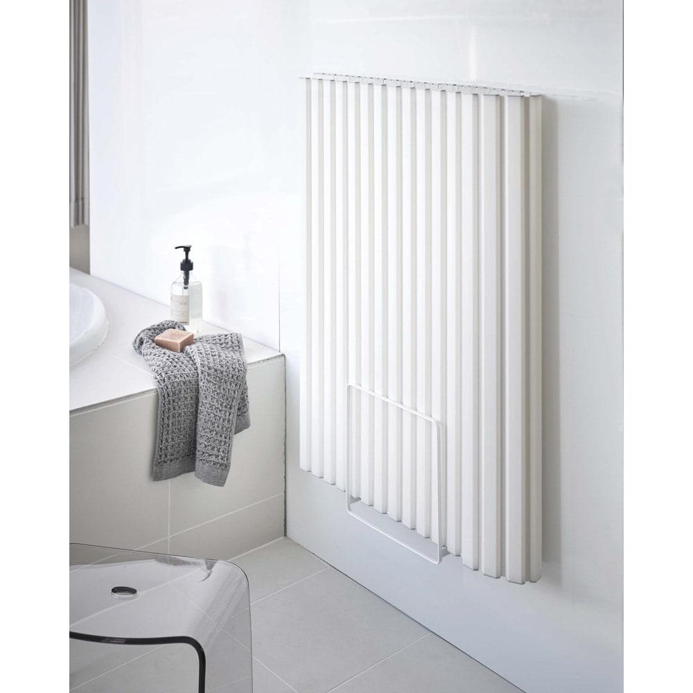Tower/タワー 乾きやすいマグネット風呂蓋スタンド 置き場所に困る風呂蓋を壁面にマグネットで浮かせて収納