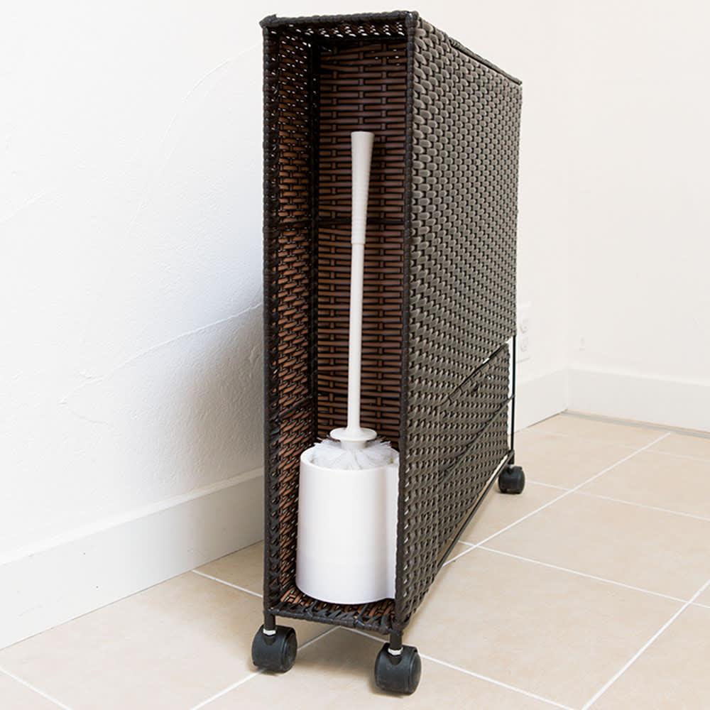 ラタン風ランドリーチェストシリーズ トイレ収納ラック 背面にはトイレブラシが入れられます。
