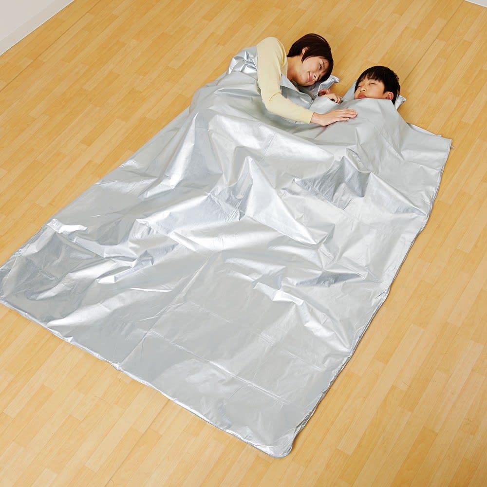 3wayコンパクトアルミ寝袋 ブランケットにもなります。