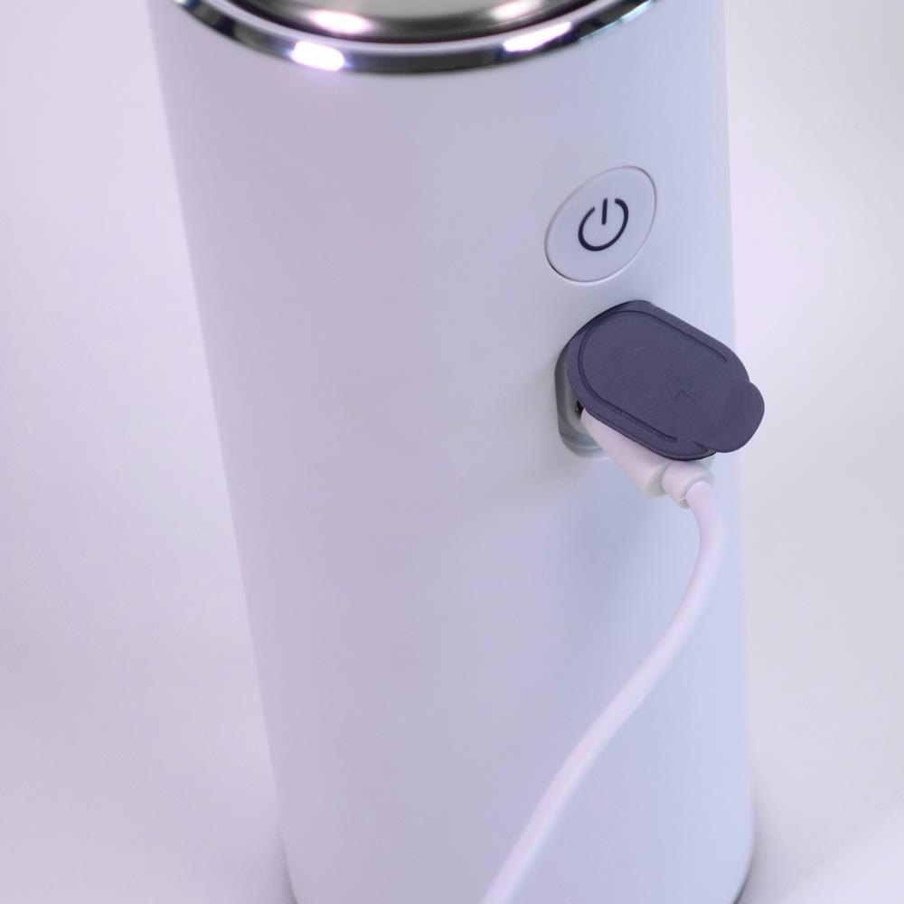 EKOセンサーソープディスペンサー USB充電式で面倒な電池交換が必要ありません。