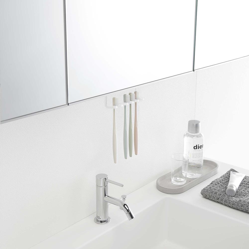 tower/タワー 吊り下げ式 洗面戸棚下 歯ブラシホルダー 浮かせて収納できるので、水垢対策にも!