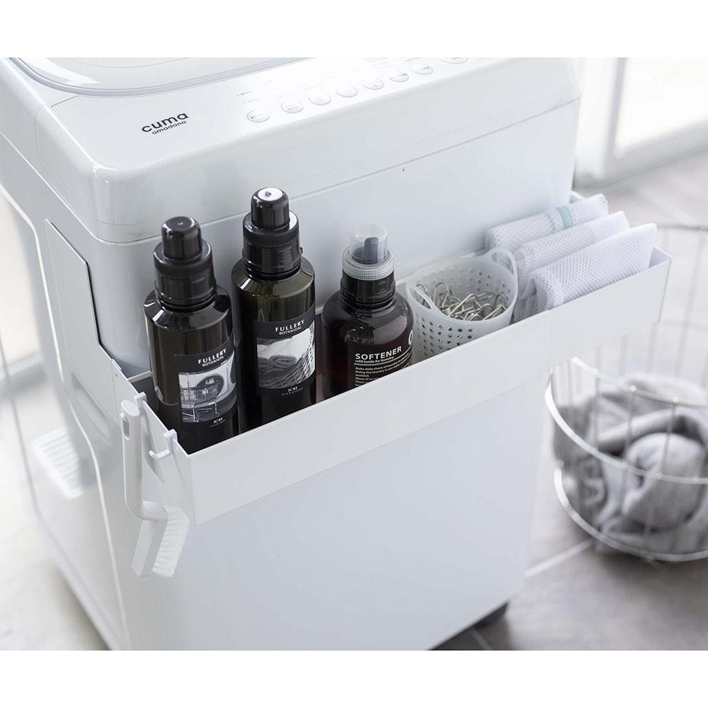 tower/タワー マグネット 伸縮洗濯機ラック 洗剤ボトルや洗濯ネットなどを洗濯機の手前に収納できるから洗濯作業がスムーズに。