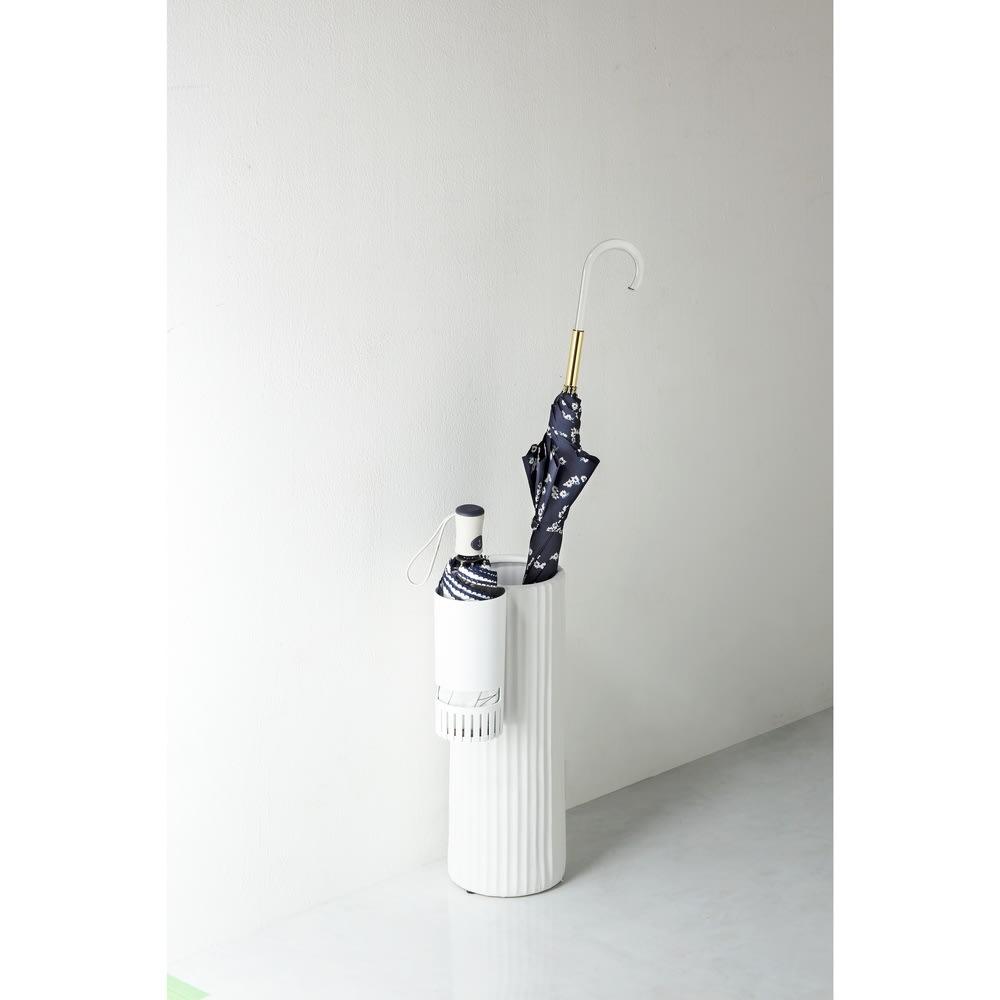 karariフック式折りたたみ傘ホルダー1本用 コンパクトで場所をとらないスリムタイプ