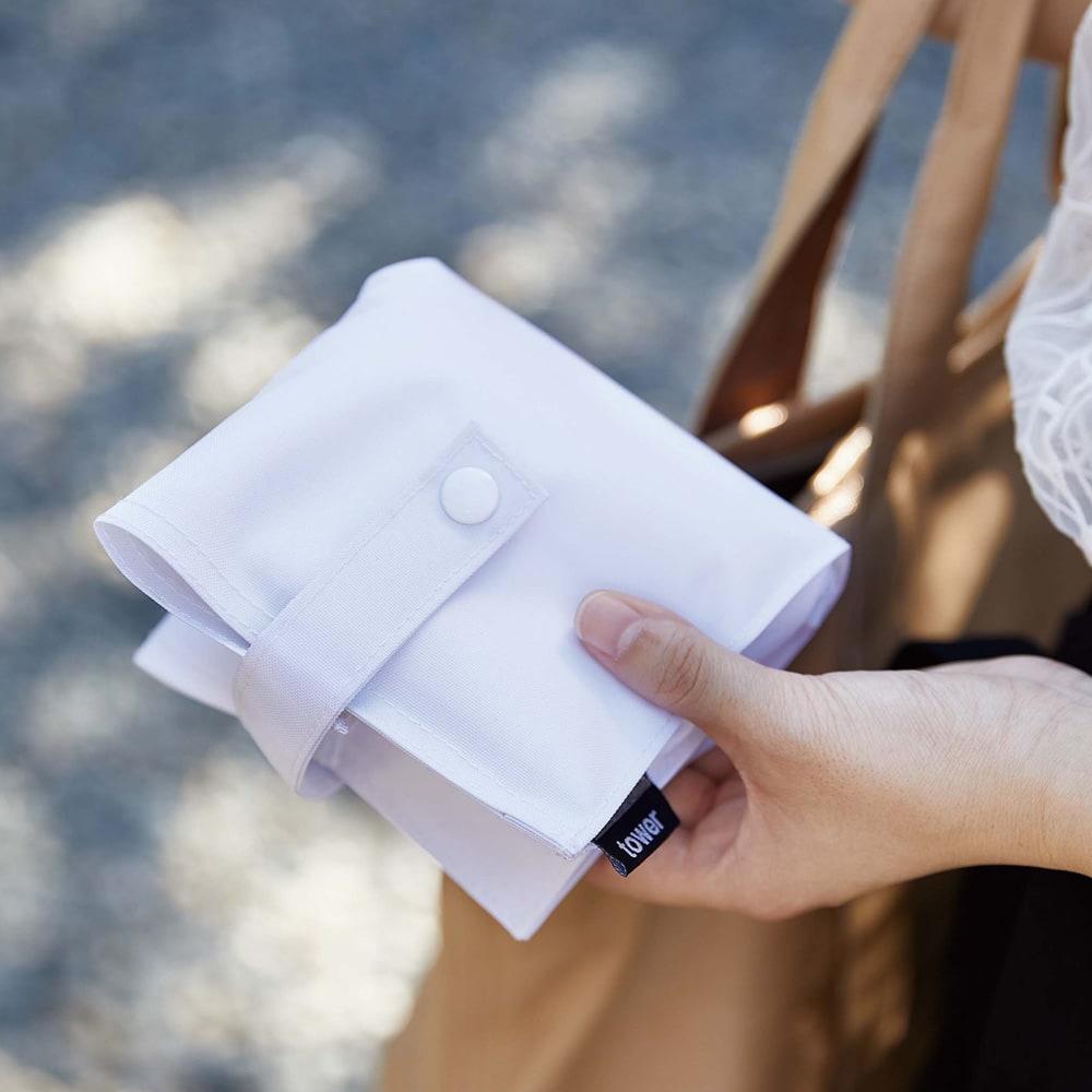 たためる携帯ティッシュケース タワー (ア)ホワイト 箱ティッシュを詰め替えて持ち運ぶことができます。