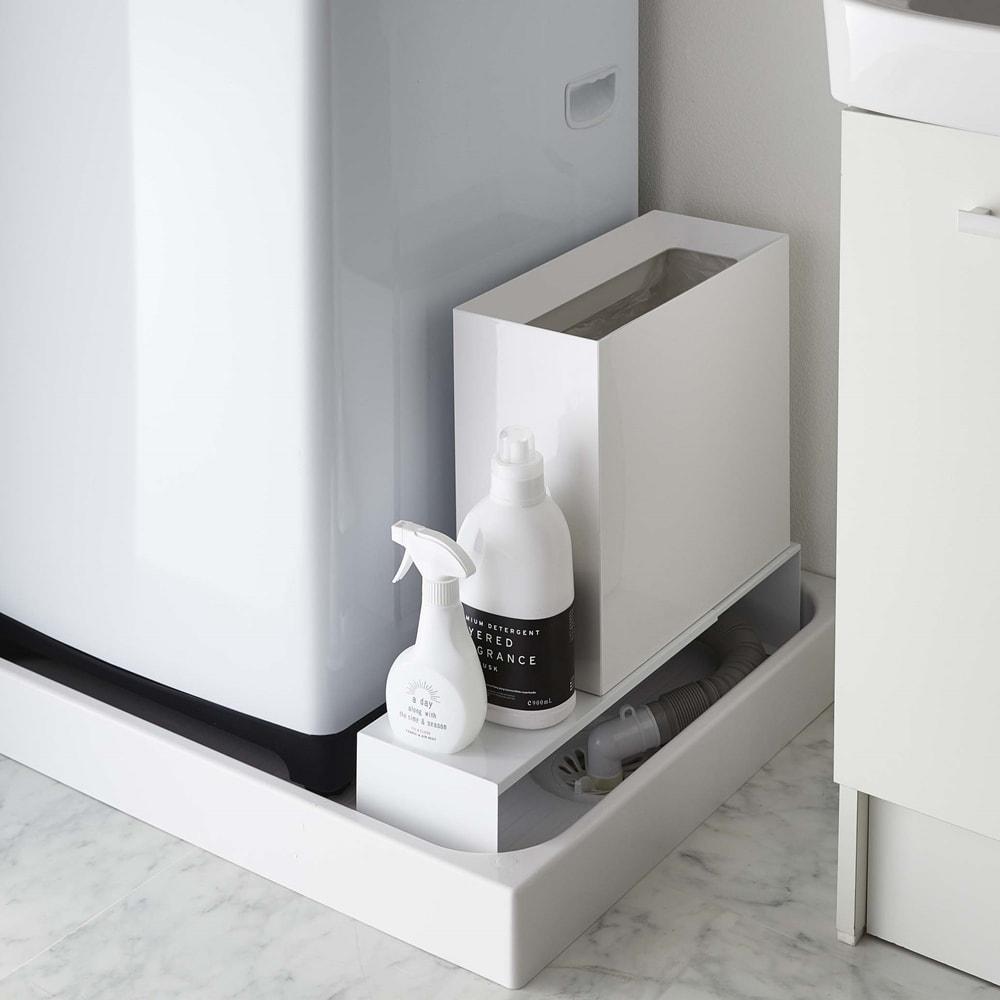 Tower/タワー 伸縮洗濯機排水口上隙間ラック 使用イメージ(ア)ホワイト