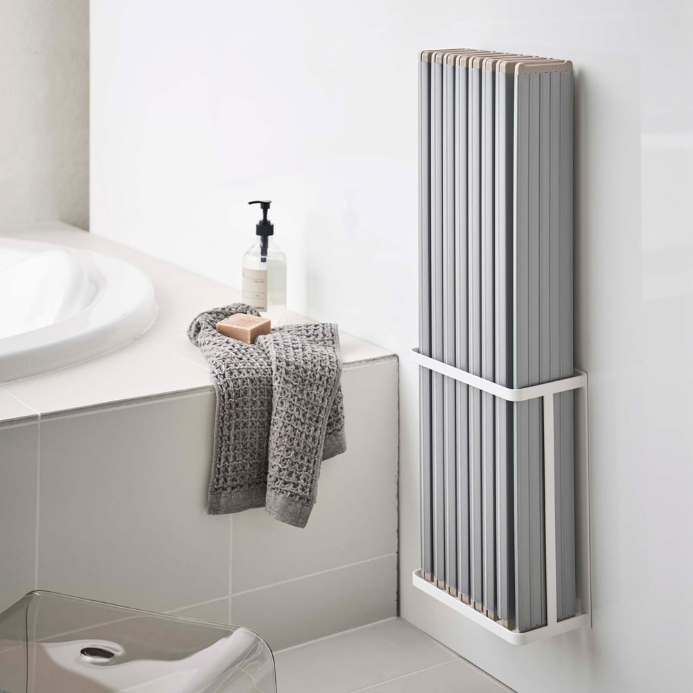 Tower/タワー マグネットバスルーム折り畳み風呂蓋ホルダー 使用イメージ(ア)ホワイト