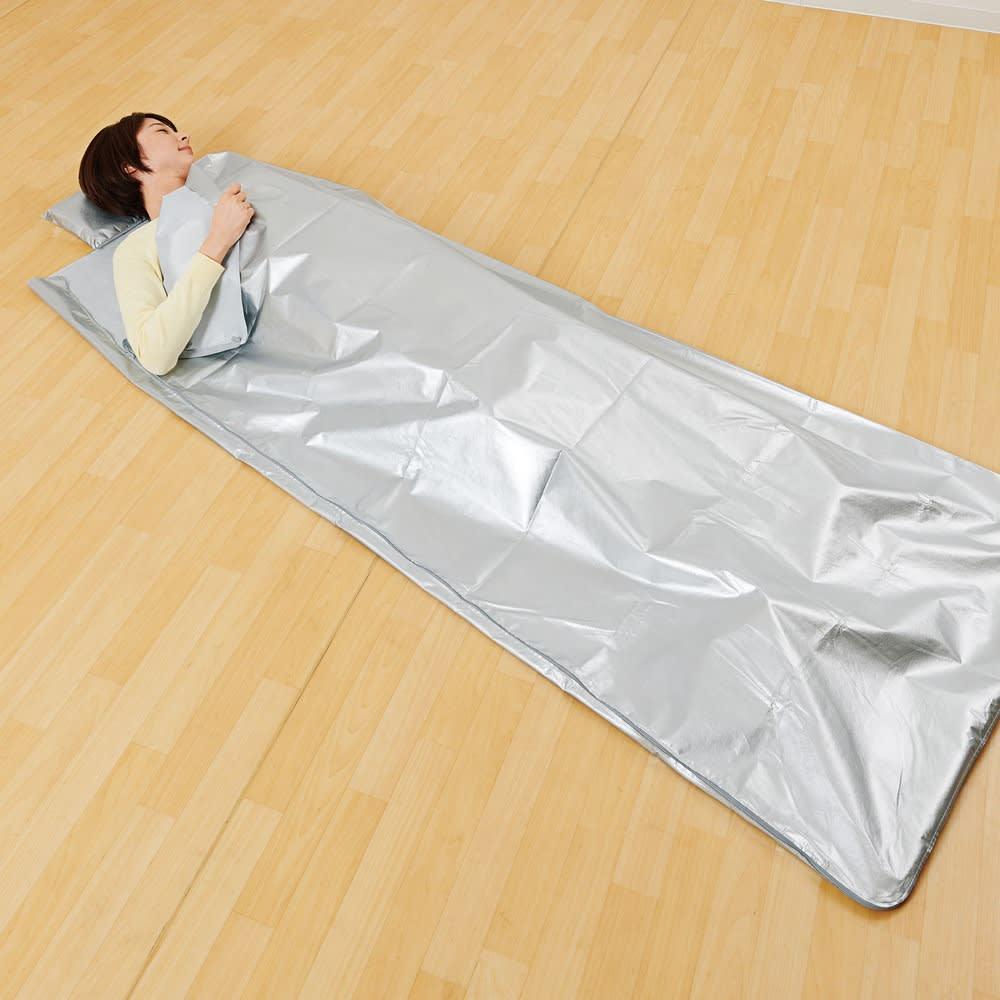 3wayコンパクトアルミ寝袋 非常時や災害時に、1枚あると便利なアルミ製の寝袋です。