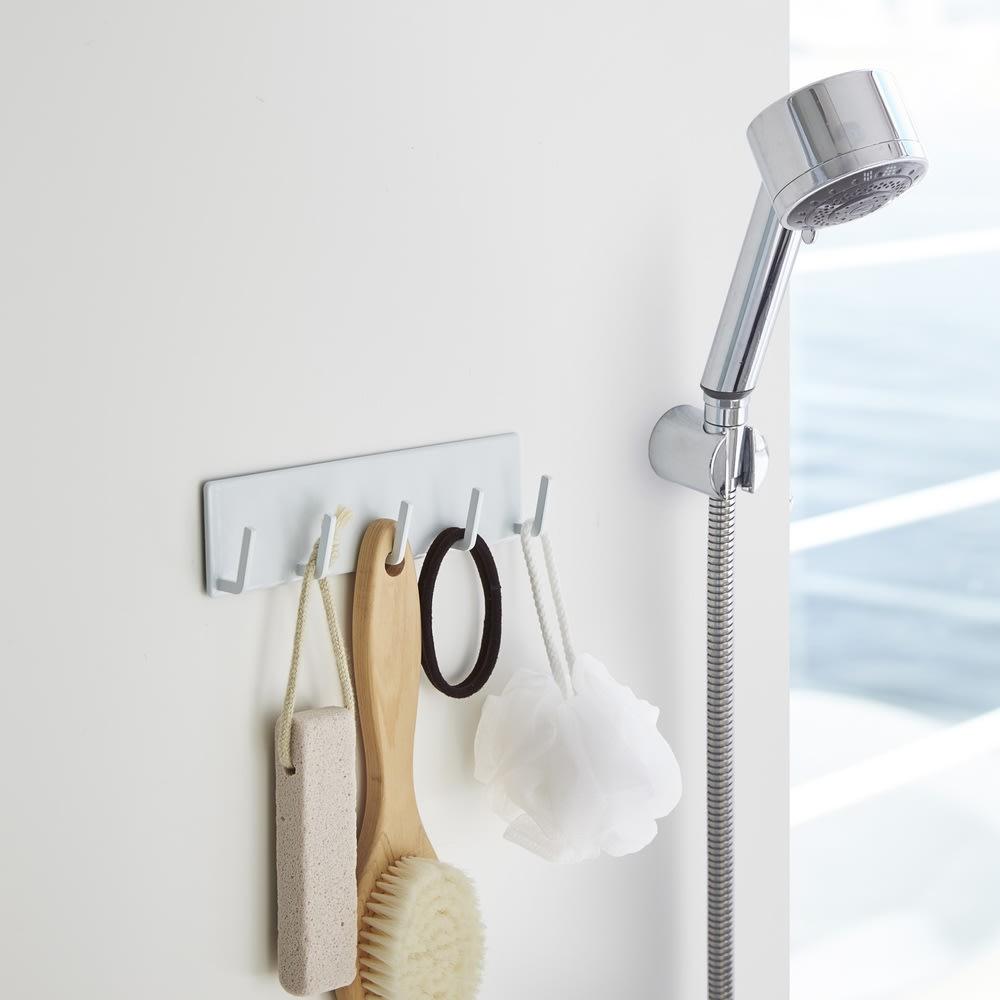 マグネット バスルームフック 5連 タワー ホワイト お風呂グッズ・バス用品