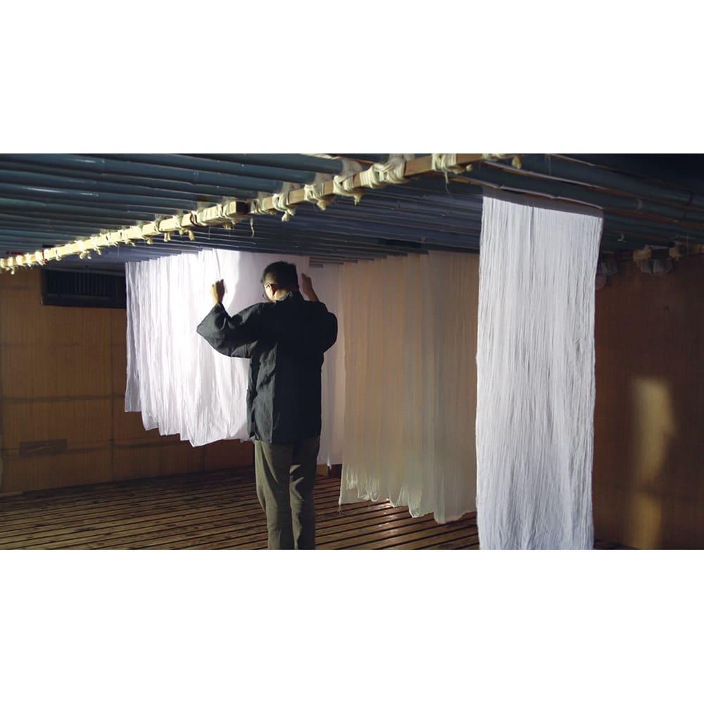 季ノ布 麻のシャリ感 風薫る皐月シリーズ 洗える麻敷きパッド 工程(3)竿干し