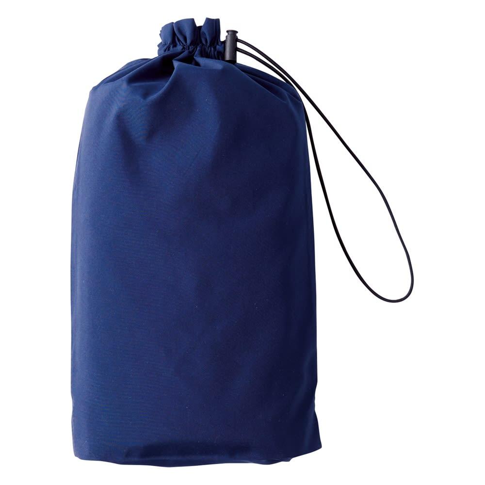 蓄熱防風トラベルコート 収納に便利なポーチを付属。