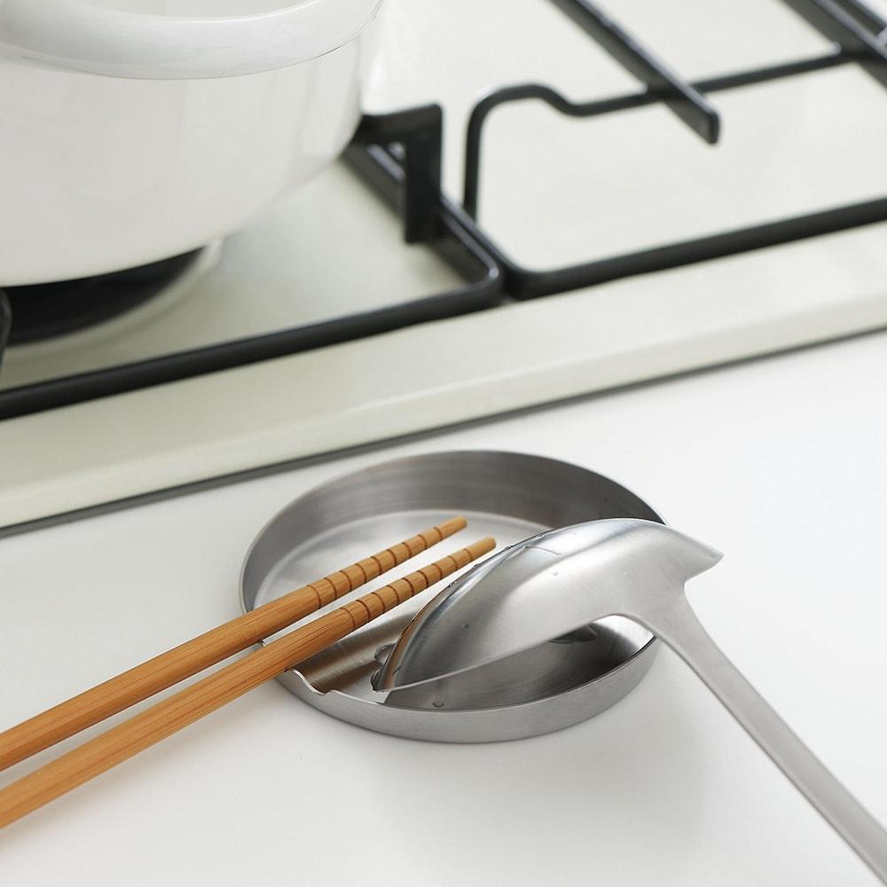 家事問屋 お玉置き ちょとした置き場を作ることで、調理がぐっとはかどります。