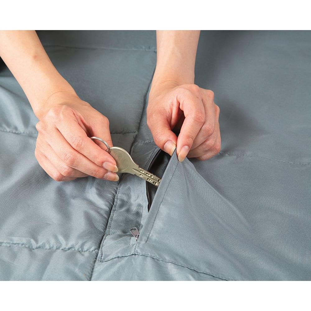 クッション型多機能寝袋SONAENO 内側に貴重品ポケット付き。盗難防止、紛失対策に