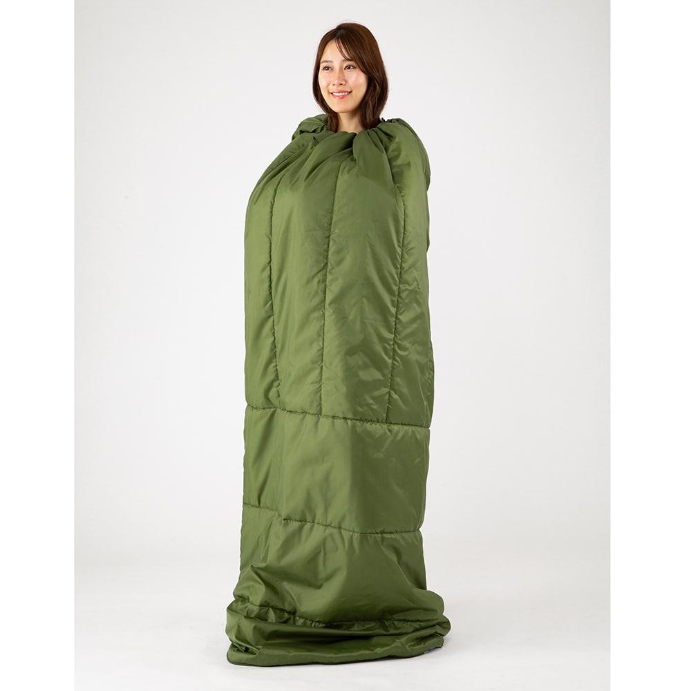 クッション型多機能寝袋SONAENO 頭部分の調節ひもを絞ることで、寝袋を着たまま立ち上がれます。非常時の着替えや体拭き、授乳などの目隠しにも