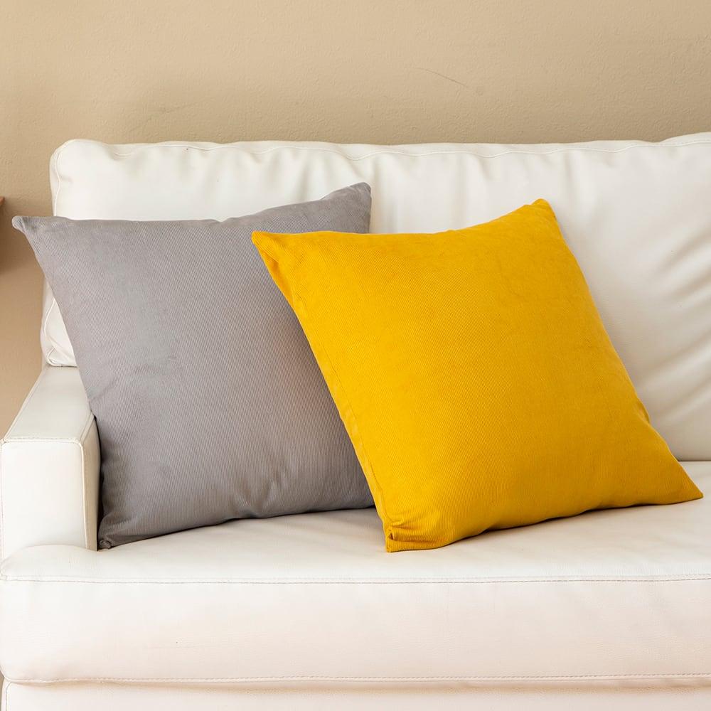 クッション型多機能寝袋SONAENO 市販のクッションカバーが掛けられるサイズで、リビングに置いてもインテリアを邪魔しません